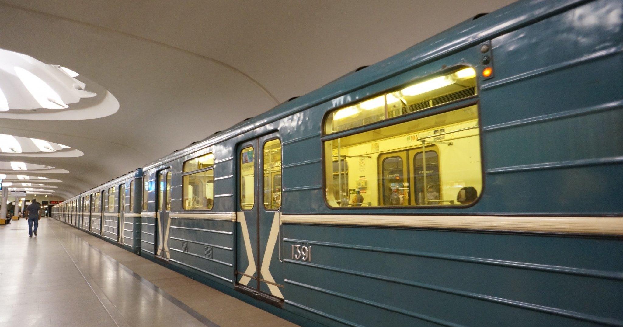 Московское метро станет контролировать мобильники сотрудников
