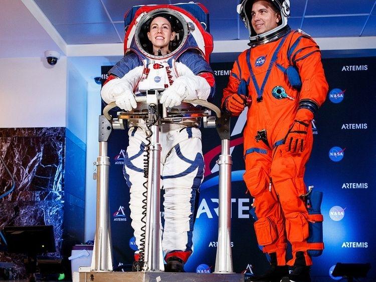 Агентство NASA представило скафандры для полётов на Луну и Марс