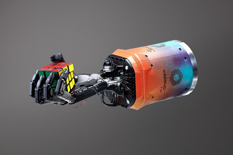 Чудеса искусственного интеллекта. Роботизированная рука собрала кубик Рубика, хотя её этому не учили