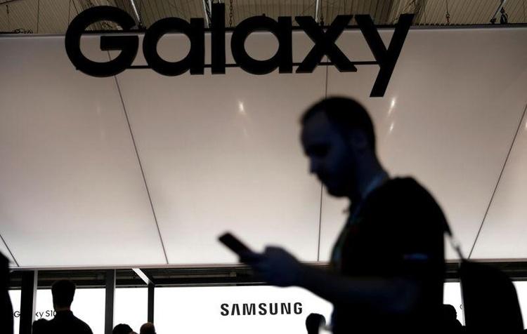 Появление смартфона Samsung с подэкранной камерой ожидается в 2020 году