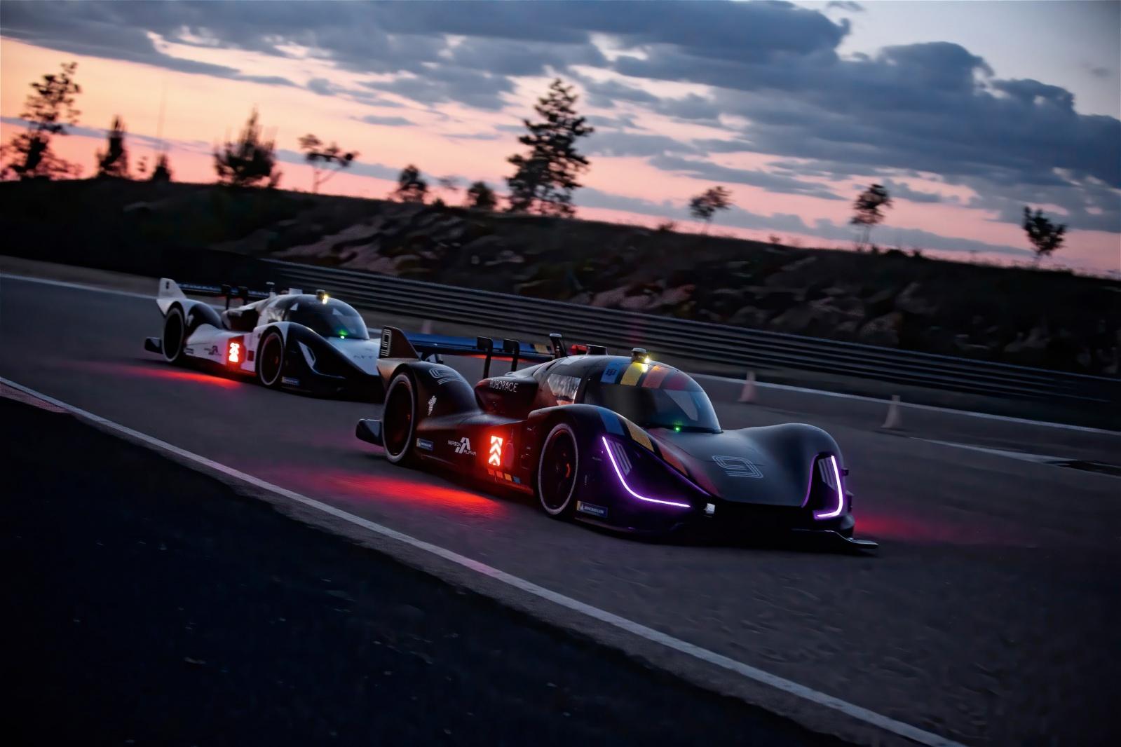 Электромобиль Robocar занесен в Книгу рекордов Гиннеса как самая быстрая в мире автономная машина - 4