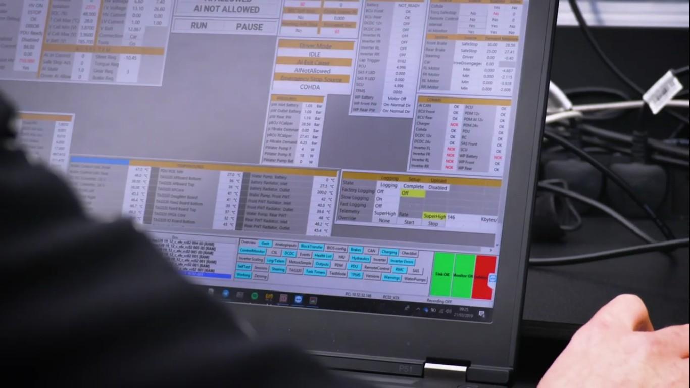 Электромобиль Robocar занесен в Книгу рекордов Гиннеса как самая быстрая в мире автономная машина - 5