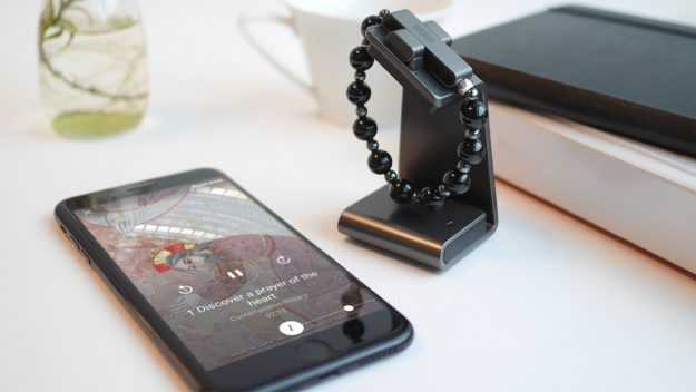 «У вас нет доступа к текущей молитве»: hi-tech четки из Ватикана взломали за 15 минут - 1
