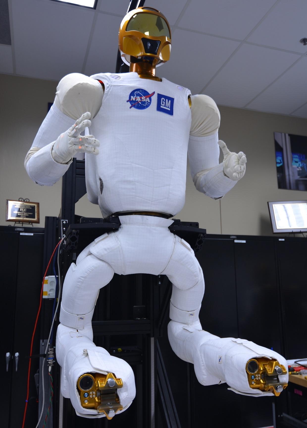 НАСА нанимает инженеров для разработки гуманоидного робота следующего поколения - 5