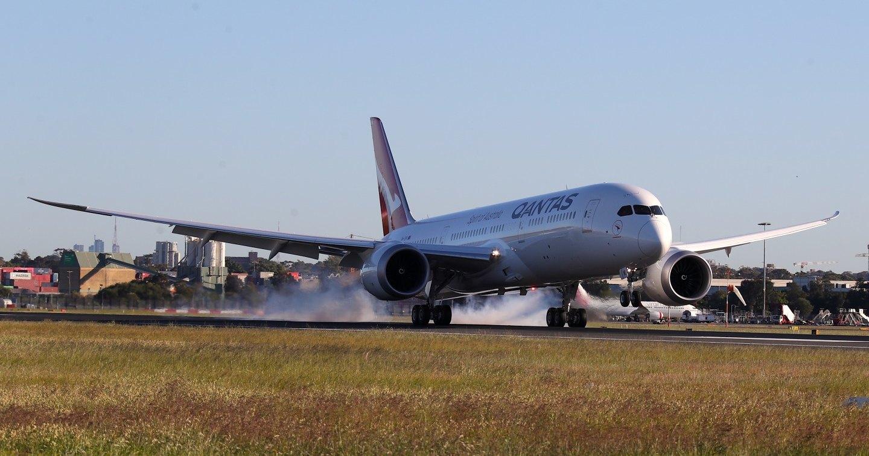 Самолет Qantas выполнил рекордный 19-часовой беспосадочный перелет