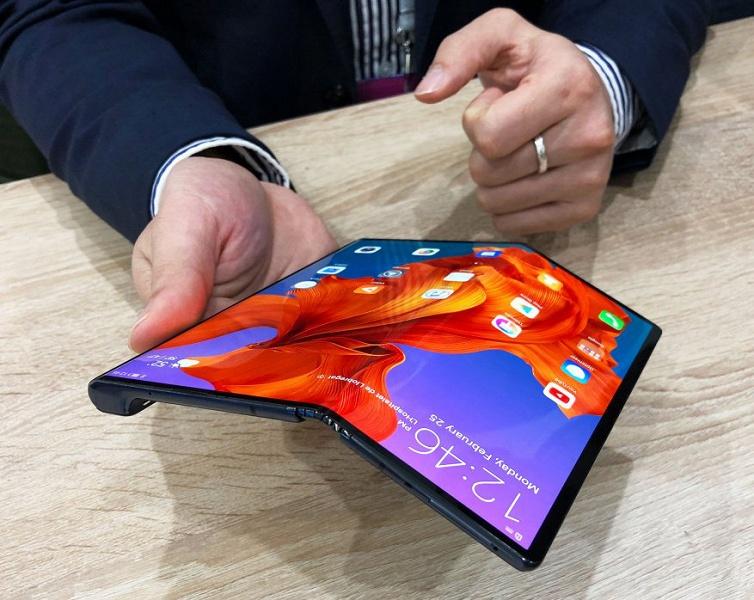 Складной Huawei Mate X с гибким экраном наружу окажется шокирующе дешевле Samsung Galaxy Fold с экраном внутри