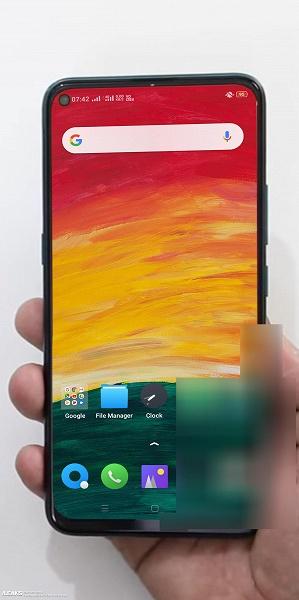 Убийца Xiaomi готовит недорогой смартфон с отверстием в экране