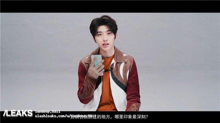 Новинка с необычной камерой в руках известного актера