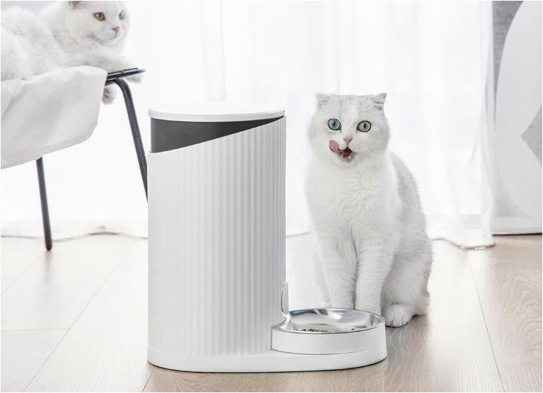 Русская женщина-хакер взломала все кормушки Xiaomi в мире и может лишить котиков еды