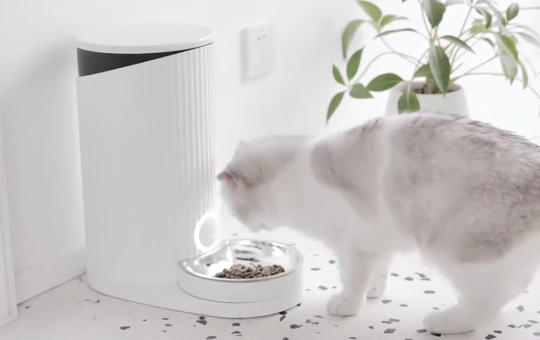 Русская хакерша случайно взломала кормушки для животных Xiaomi Furrytail Pet Smart Feeder по всему миру - 1