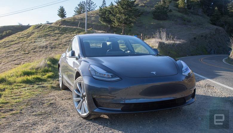 Обновление увеличит мощность электромобилей Tesla и автоматизирует навигацию