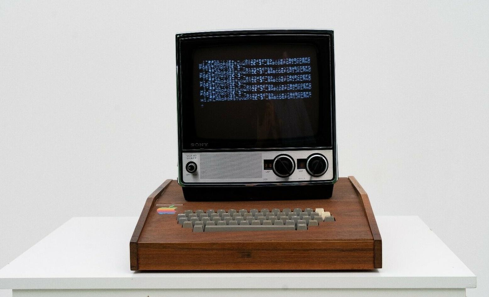 Оригинальный и полностью рабочий компьютер Apple I выпуска 1976 года впервые продают на eBay - 1
