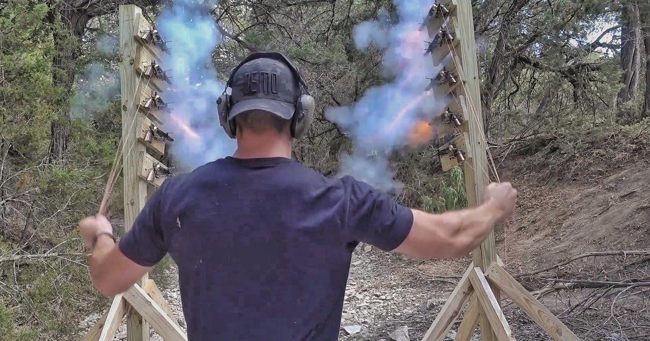Можно ли выстрелить из 10 револьверов одновременно
