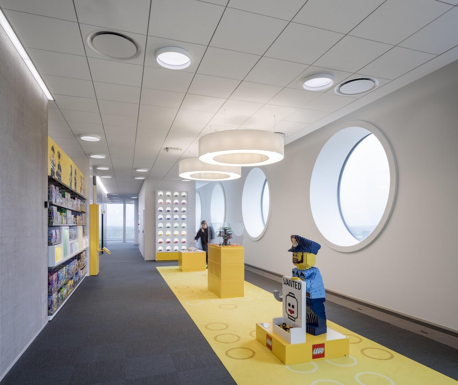Компания Lego открыла новый кампус с солнечными панелями
