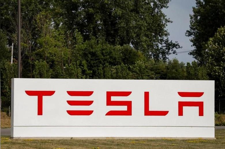 Tesla удалось уладить спор с Walmart, вызванный возгораниями солнечных батарей