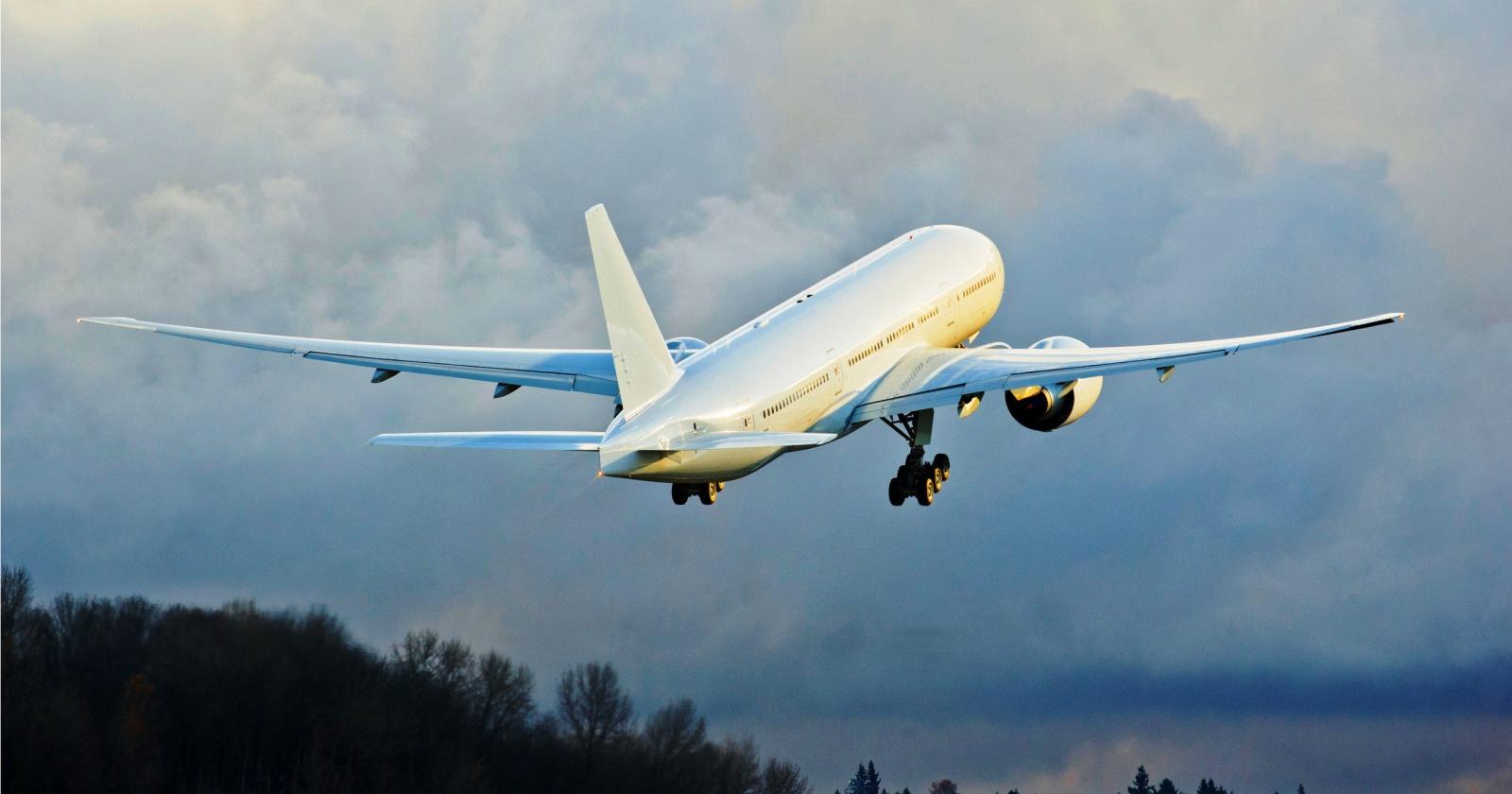 Из-за проблем с двигателем Boeing 777 вынужденно сел в «Шереметьево»