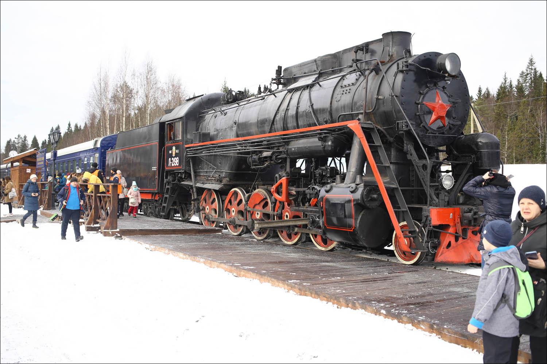Ретропоезд с паровозом - 60