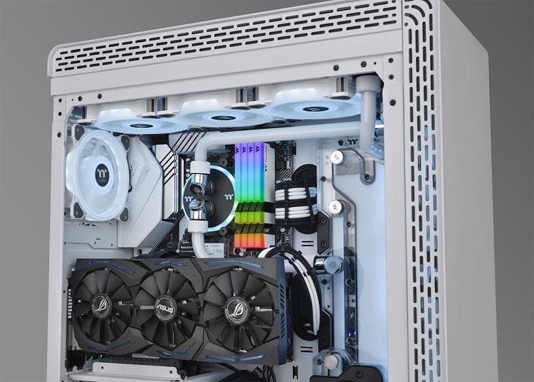 Thermaltake Toughram RGB White Edition: комплекты DDR4-памяти с частотой до 3600 МГц