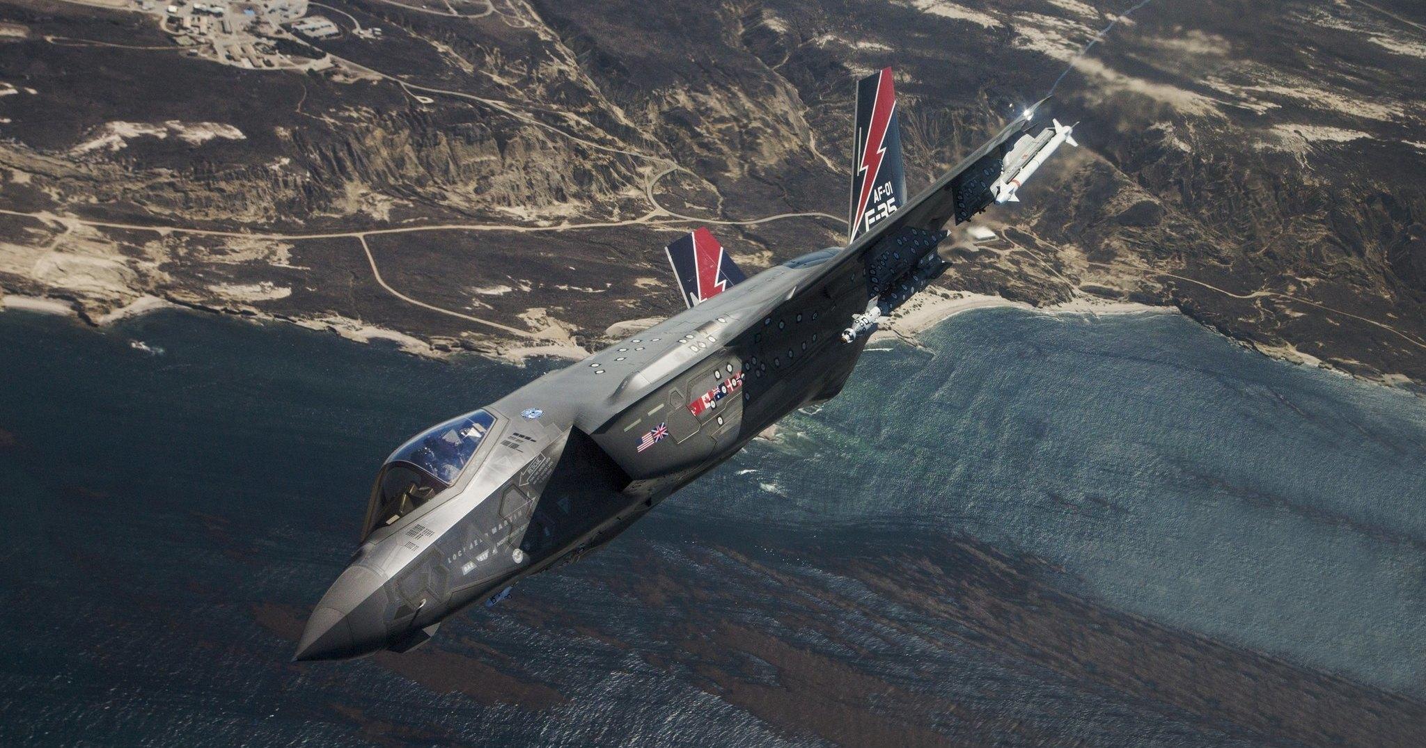 Новейшие F-35 не смогли догнать Ту-160