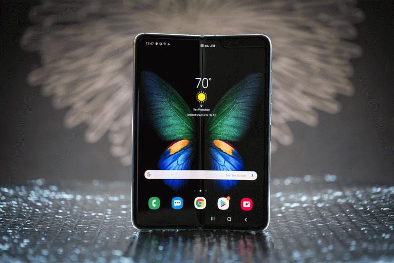 Гибкий Samsung Galaxy Fold сметают с прилавков