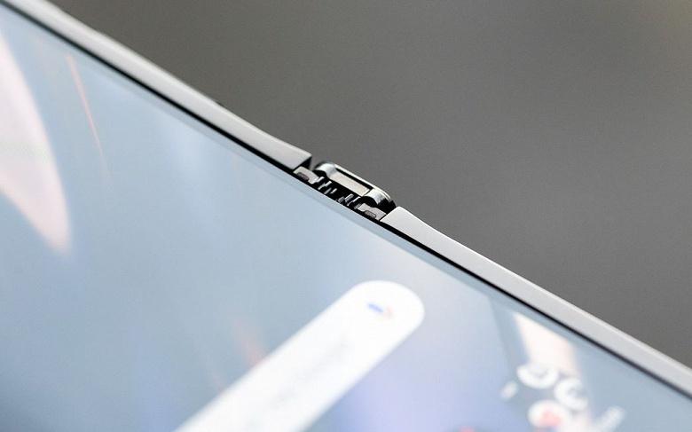 Раскладушка RAZR возвращается. Представлен смартфон Motorola RAZR 2020 с гибким вертикальным экраном