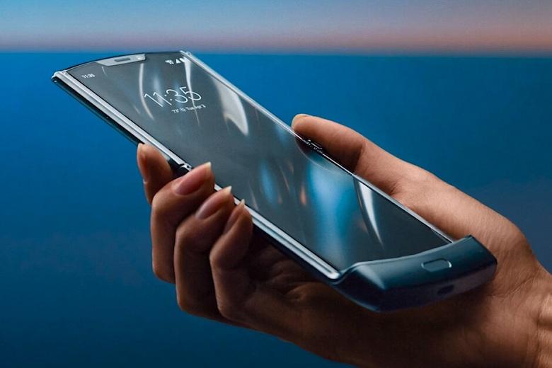 Замена гибкого экрана Motorola Razr оказалась вдвое дешевле, чем у Samsung Galaxy Fold