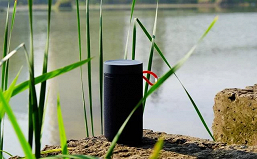 Защищенная колонка Xiaomi на природе