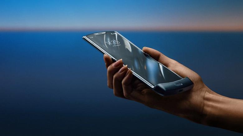 Экраны для Motorola Razr 2019 и Huawei Mate X поставляет одна компания