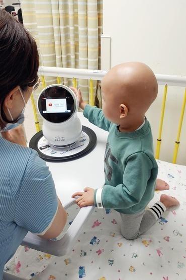 Роботов LG CLOi направили в детскую больницу для поддержки маленьких пациентов