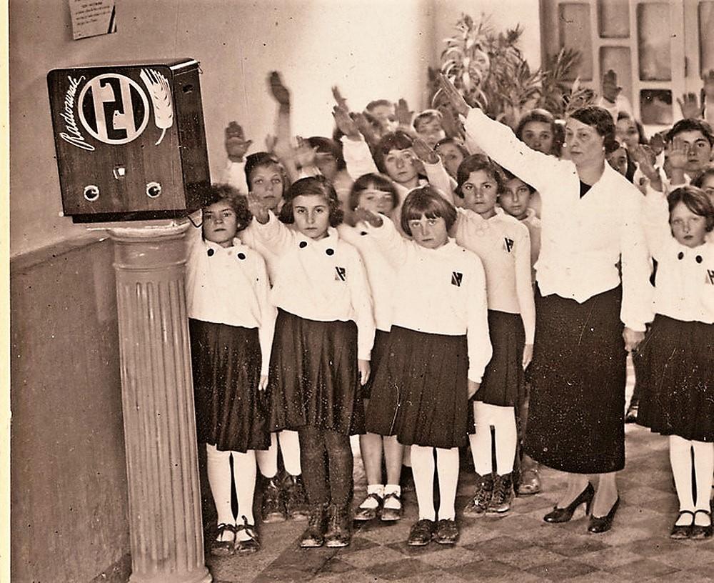 """История народного радиоприёмника: Муссолини из """"Сельского радио"""" и тёплые лампы Йозефа Геббельса - 7"""