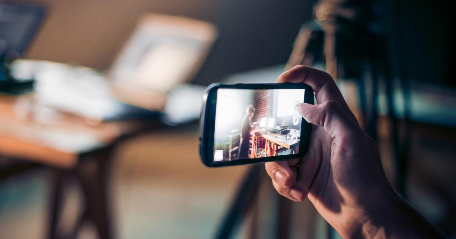 Как проследить за кем угодно через камеру его смартфона