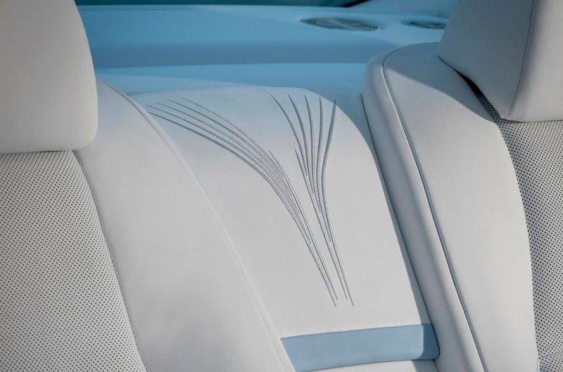 Посмотрите на самую детальную вышивку в истории Rolls-Royce