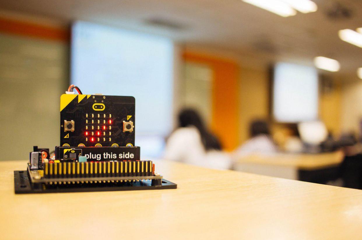 Сравниваем micro:bit с Arduino. И как получить micro:bit бесплатно, если ты не английский школьник? - 1