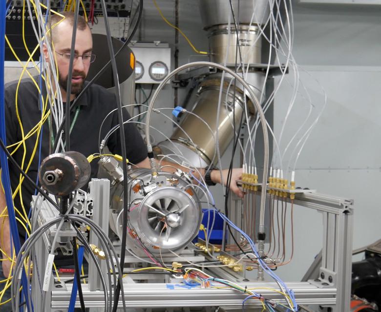 ВВС США разрабатывают компактный реактивный двигатель - 1