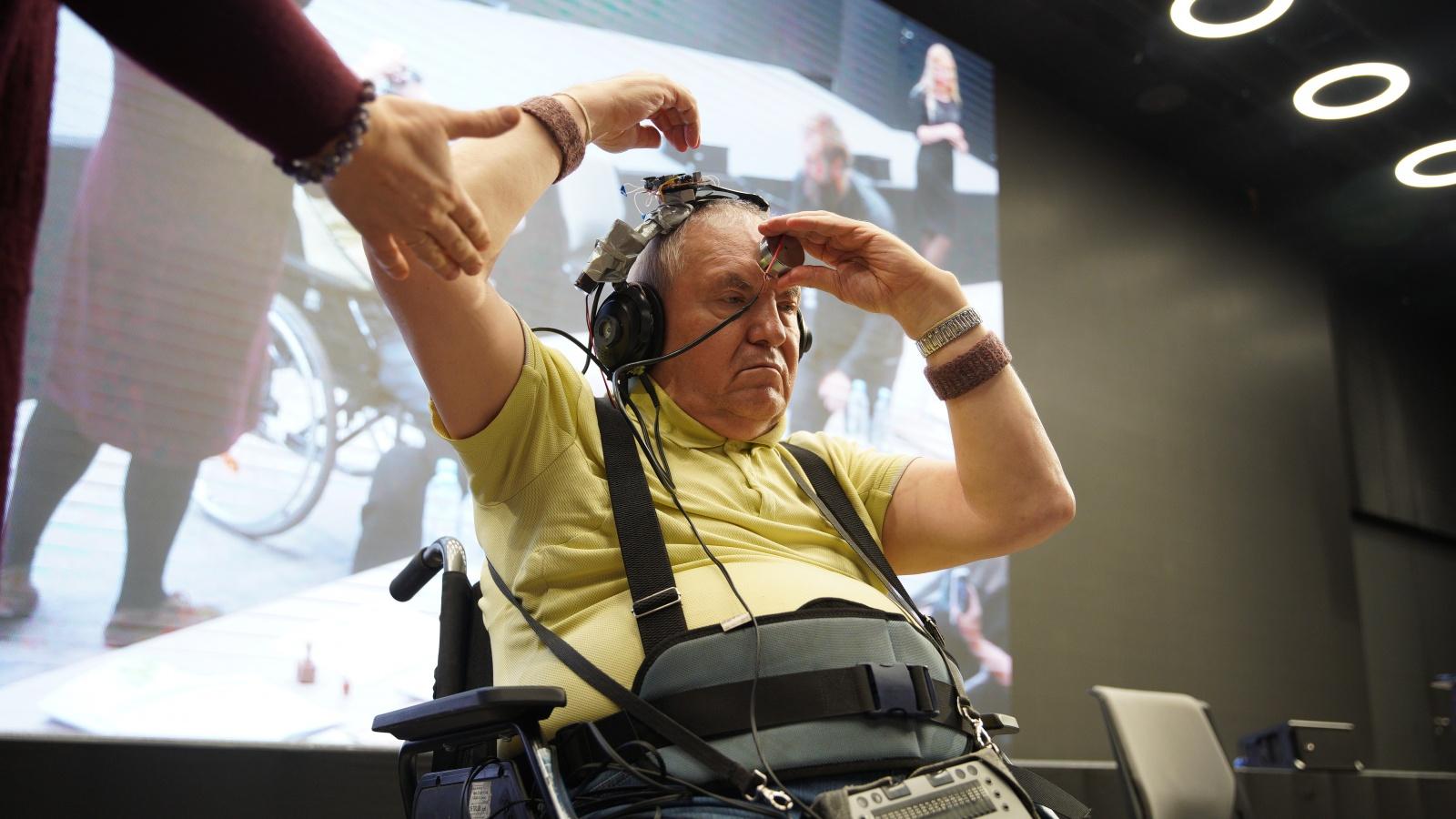 Как слепоглухой профессор в шлемофоне покорил Хакатон-2019 - 1