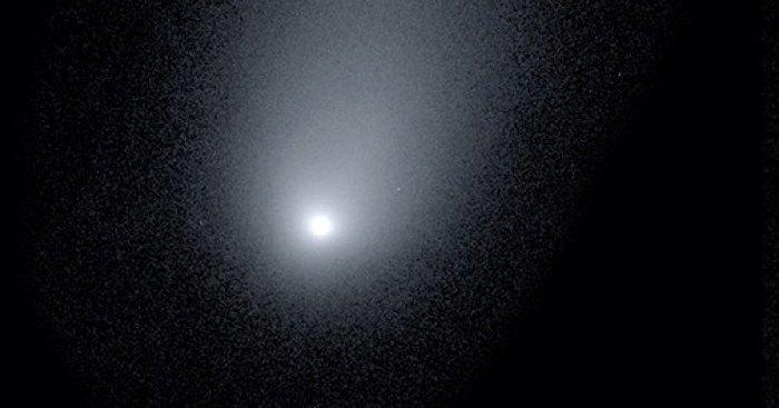 Потрясающая фотография первой межзвездной кометы
