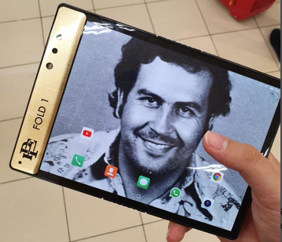 Брат Пабло Эскобара тоже выпустил гибкий смартфон - 1