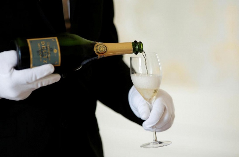 Шампанским не отделаетесь. США угрожает обложить французские товары тарифом 100%