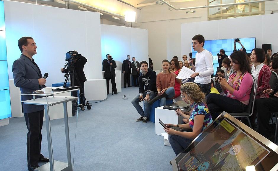 Медведев: мы не позволим отрезать Россию от интернета - 2