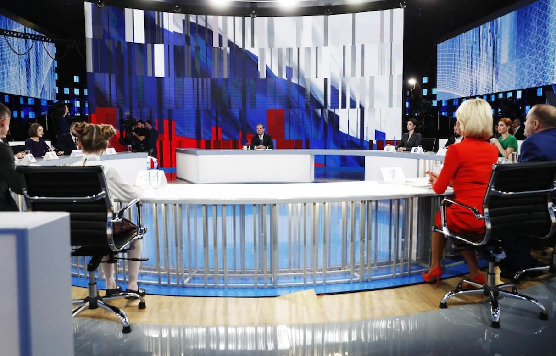 Медведев: мы не позволим отрезать Россию от интернета - 1