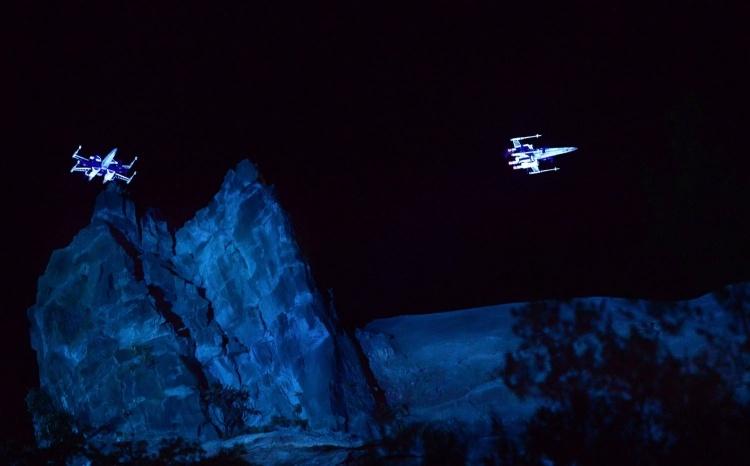 Видео: Boeing поднял в небо звездолёты повстанцев X-Wing