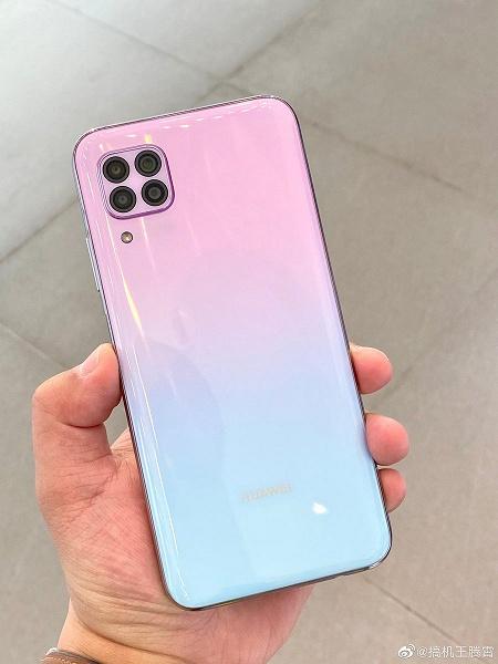 Внебрачный сын Huawei Mate 20 и iPhone 11 позирует вживую