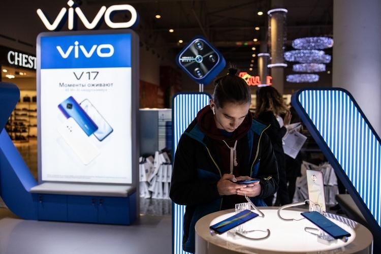 Старт продаж показал высокий спрос на смартфон vivo v17