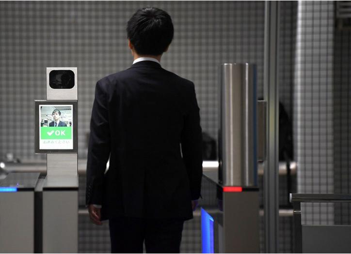 В метро города Осака началось тестирование турникетов, использующих технологию распознавания лиц - 1
