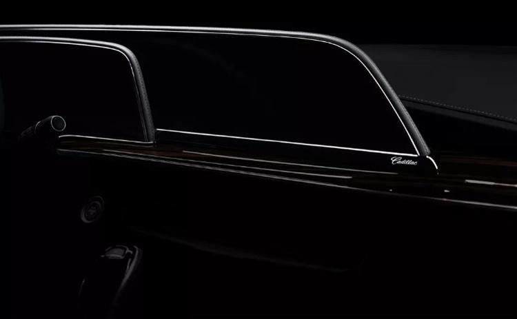 Новый Cadillac Escalade впервые в мире получит огромный изогнутый OLED-дисплей