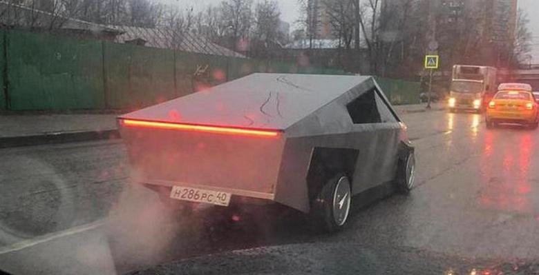 Кибертрак по-русски: на дорогах Москвы нашли самодельный пикап, как у Илона Маска