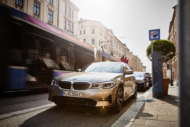 Продажи электрифицированных автомобилей BMW превысили полмиллиона штук