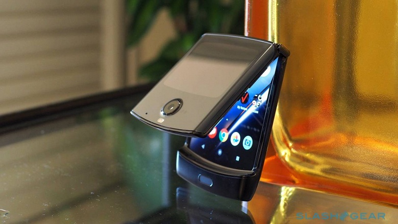 Проклятие гибкого экрана. Раскладушка Motorola RAZR 2019 отложена