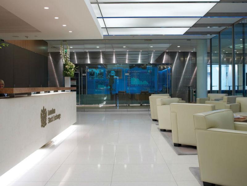 Российские инвесторы получат возможность покупать акции на Лондонской и Гонконгской биржах - 1