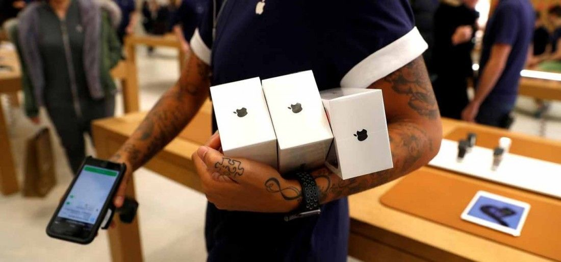 Сотрудники китайской фабрики Foxconn заработали $43 млн на ворованных деталях для iPhone - 1